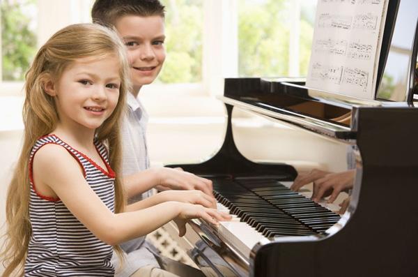 Mua đàn piano đã qua sử dụng để giảm bớt chi phí kinh tế
