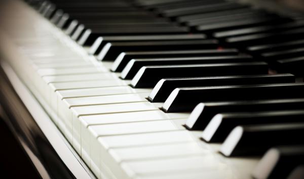 Giá đàn piano chênh lệch tùy thuộc vào mẫu mã, thương hiệu và chất lượng