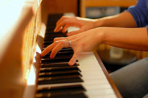 Đàn Piano Yamaha SCLP-5450 được thiết kế với độ nẫy nhanh
