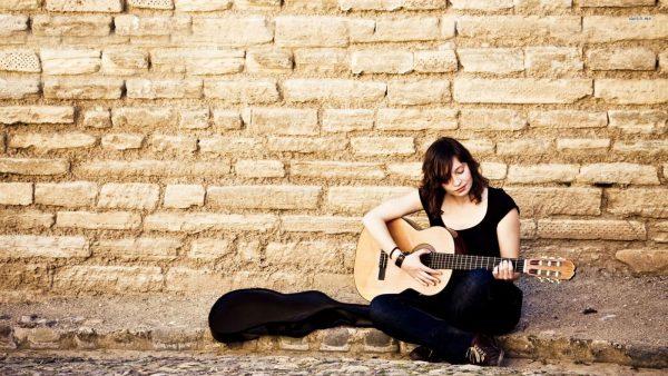 Nhạc cụ Sông Mơ là nơi phân phối nhiều loại đàn guitar Nhật cũ giá rẻ