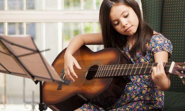 Đàn guitar Nhật cũ là lựa chọn hàng đầu của tín đồ guitar