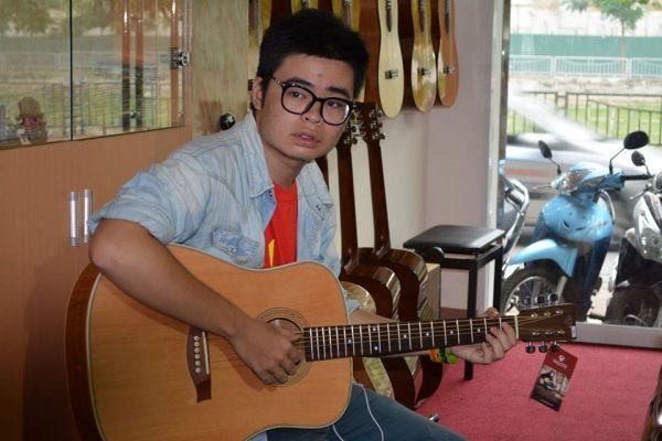 Đàn guitar giá rẻ là lựa chọn hàng đầu của các bạn sinh viên