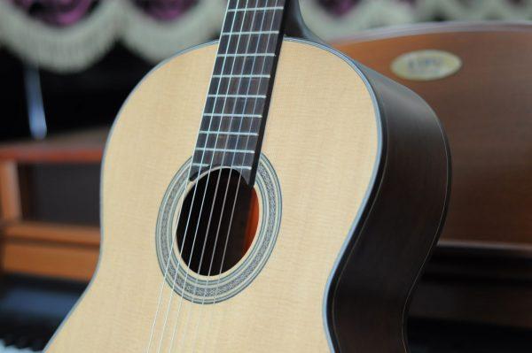 Hiểu rõ cách phân biệt đàn guitar acoustic và classic giúp bạn dễ dàng chọn đàn phù hợp