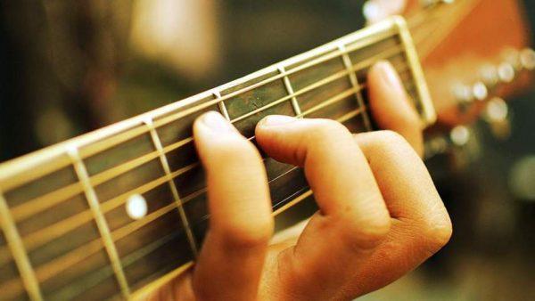 Nhu cầu chơi đàn guitar ngày càng tăng cao