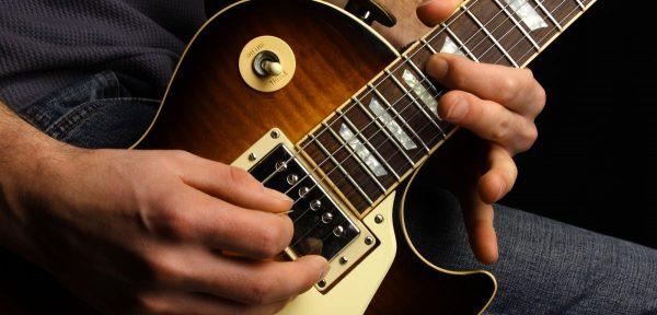 Nhu cầu chơi đàn guitar điện ngày càng tăng dần