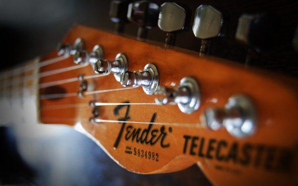 Chọn mua đàn guitar điện fender giá rẻ được nhiều người quan tâm