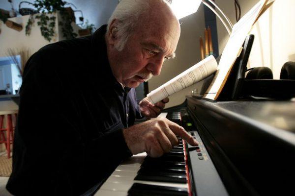 Nếu bạn đam mê học đàn piano thì sẽ vượt qua những khó khăn ban đầu