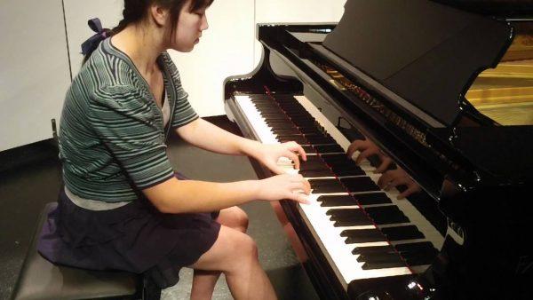 Để tự học piano không có đàn, bạn có thể chọn dịch cho thuê đàn theo giờ