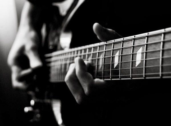 Âm giai guitar là tập hợp 8 nốt nhạc từ thấp cho đến cao