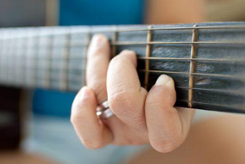 Tập chạy ngón guitar là một trong những bài tập quan trọng nhất