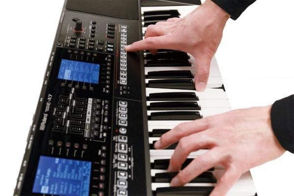 Đàn organ Roland luôn đi đầu về phát minh trong ngành nhằm tạo ra tính năng mới với âm thanh chất lượng