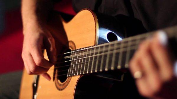 Đệm hát guitar là kết hợp giữa hai yếu tố đàn và hát