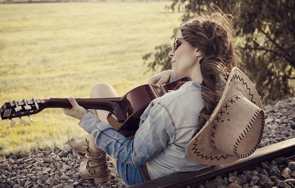 Học đàn guitar là học cách cử động đôi bàn tay và ngón tay khi chơi đàn