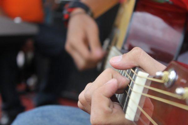 Chọn dây đàn guitar phù hợp