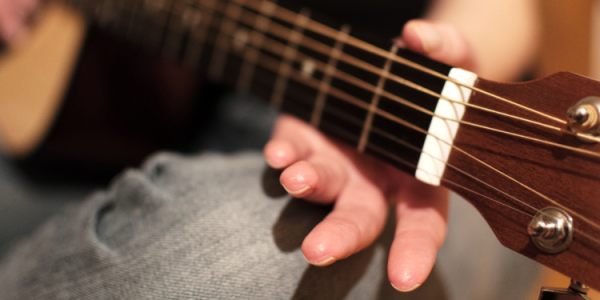 Kiên trì luyện tập đàn guitar