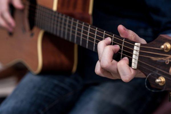 Mới chơi guitar nên tập bài nào? | Nhạc cụ Sông Mơ