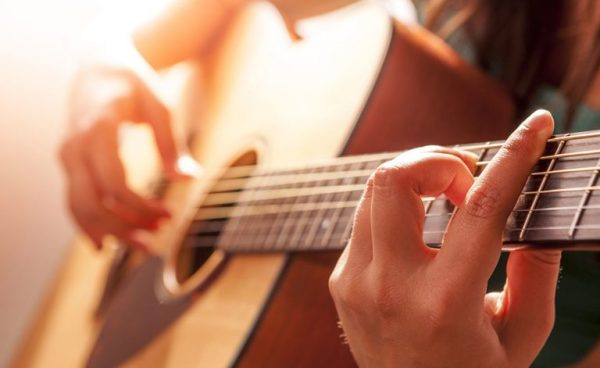 Đàn guitar có 7 nốt nhạc chính gồm Đô, Rê, Mi, Fa, Sol, La, Si
