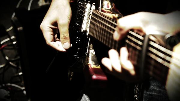 tu hoc dan guitar solo tai nha tien bo nhanh chong e1543988877939 - Tự học đàn guitar solo tại nhà tiến bộ nhanh chóng